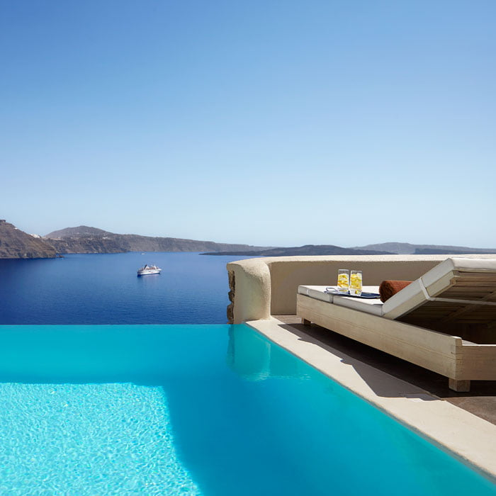 Santorini Luxury Hotels Mystique 01
